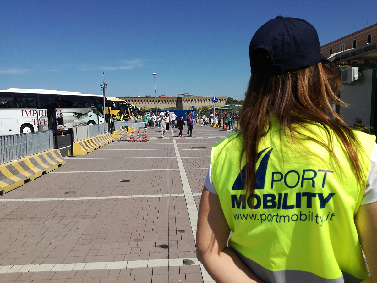 Our infopoint staff is ready to help you - Port Mobility