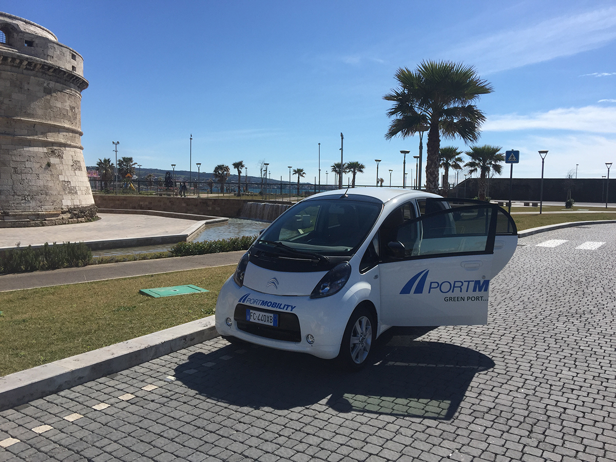 The green car of Port Mobility, strongly endorsed by Edgardo Azzopardi, is since some days ago driving around the Port of Civitavecchia