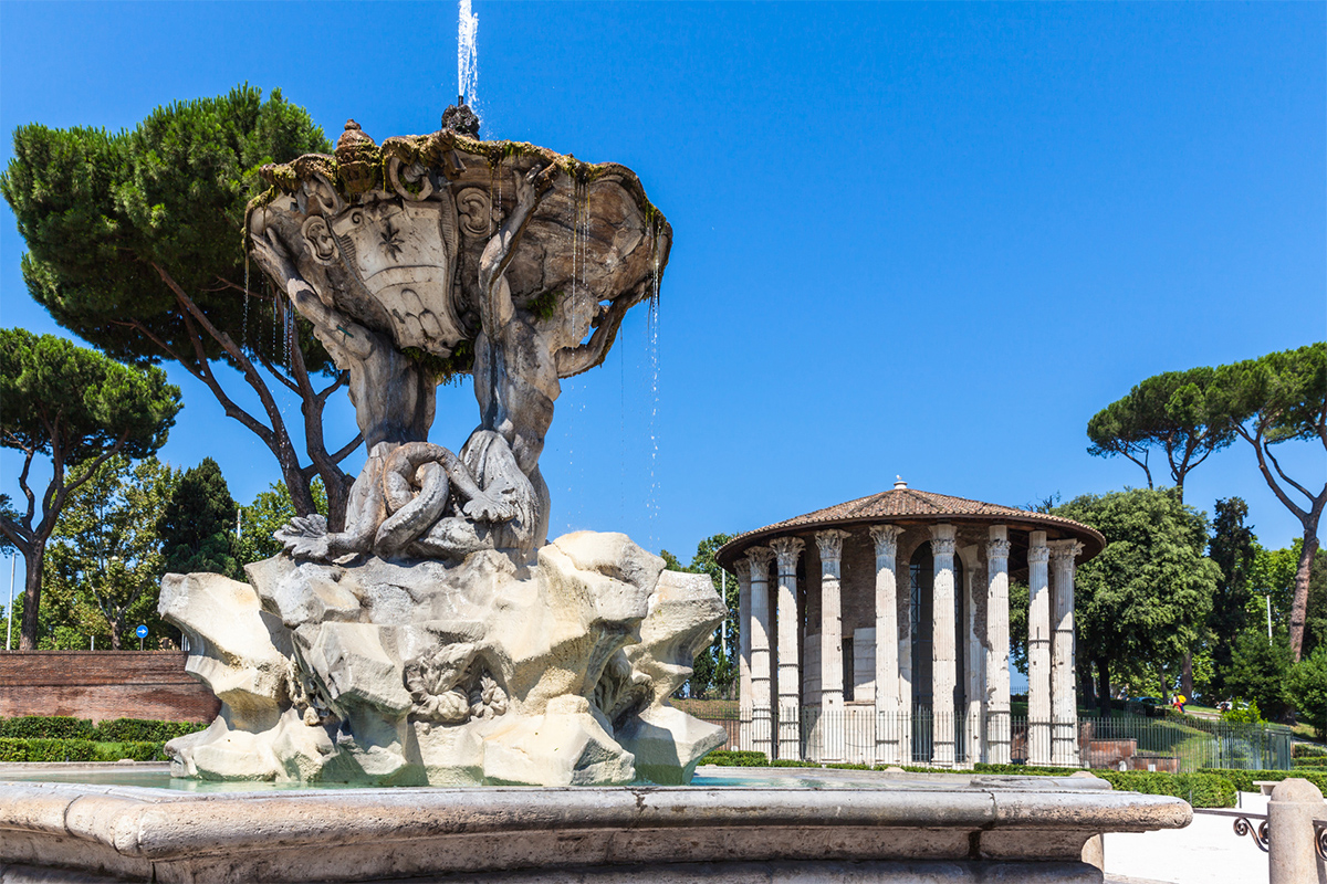 Look onto the square and discover the fountain of the Tritons and the temple of Hercules