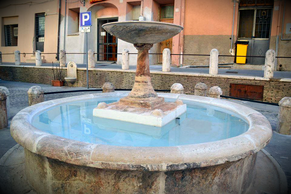 The Fountain in Piazza Leandra restored shortly before the test - Picture by Giovanni Canu