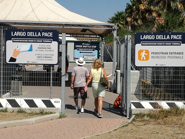 The pedestrian entrance of Largo della Pace, Civitavecchia.