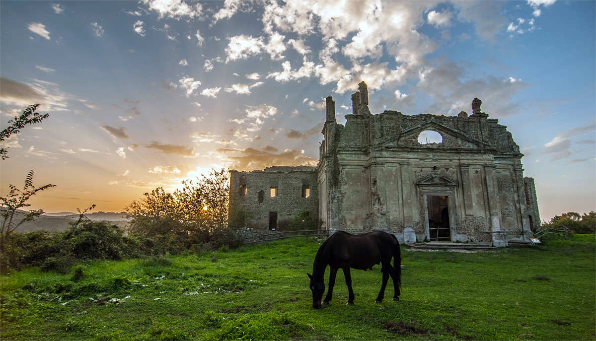 The ruins of ancient Monterano are a suggestive place without time - Picture by Fabrizio Bonifazi ©