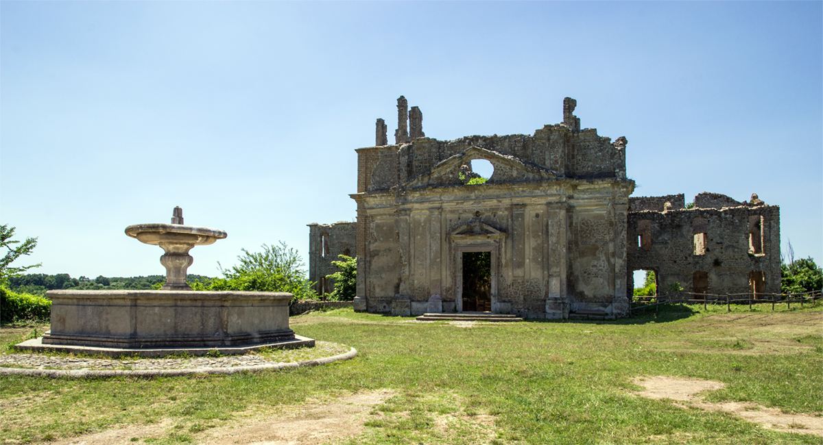 Monterano - Bernini's fountain and the Cloister of San Bonaventura