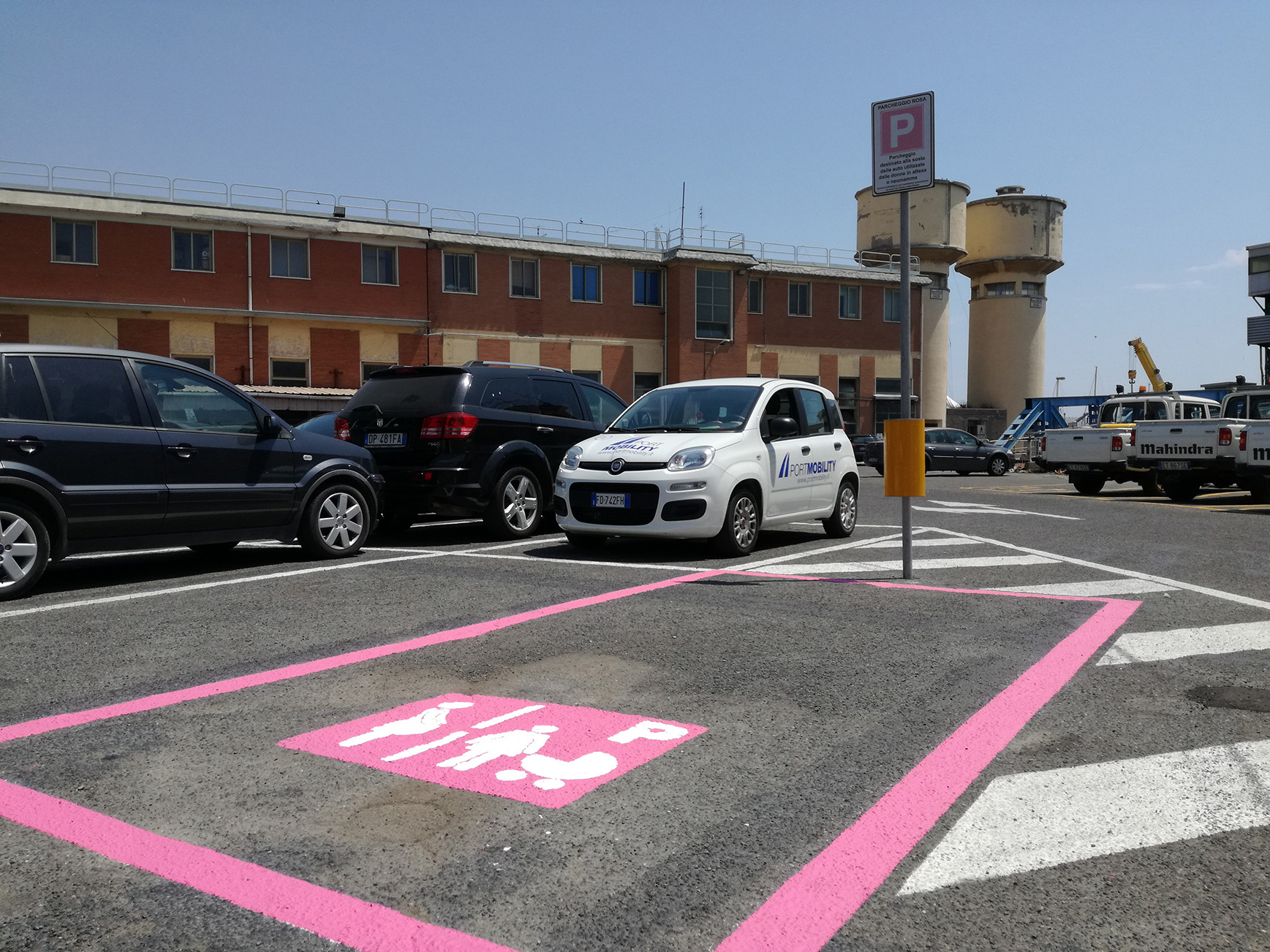 First pink parking space in Civitavecchi (located by the headquarter of Port Mobility). Soon the other four will be created