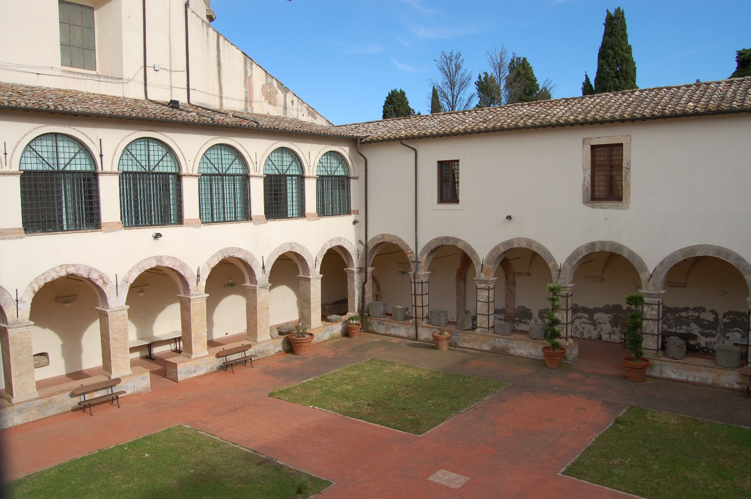 Inside courtyard of the Cultural Pole of Tolfa - Source: www.poloculturale.tolfa.it