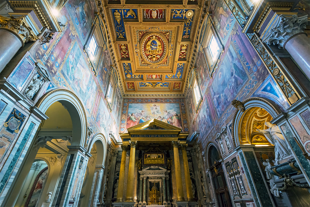 Basilica of Saint John in the Lateran - Ceiling and reliquary