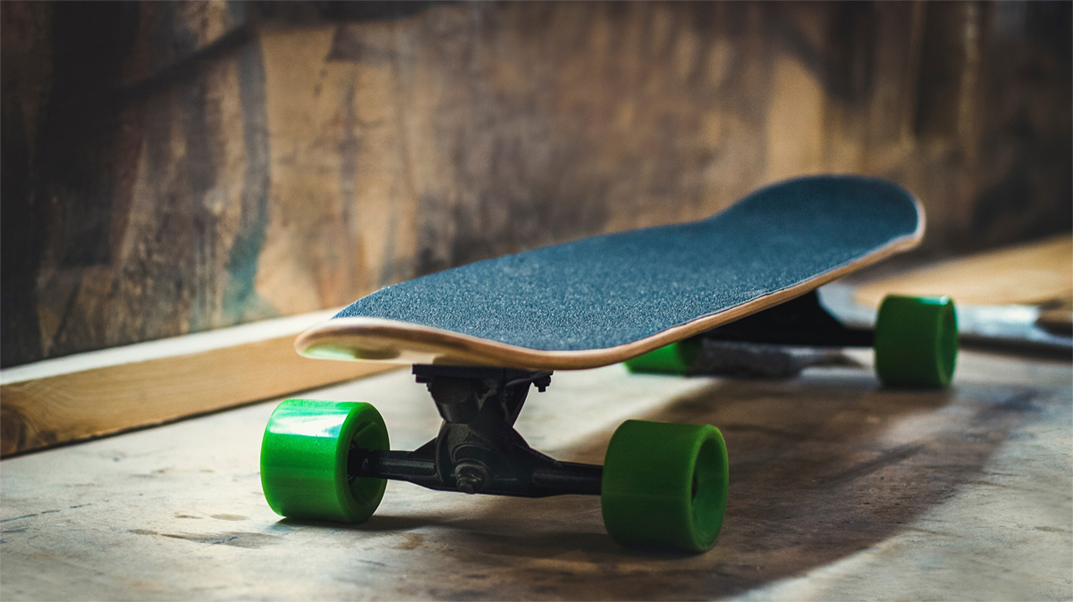 No glides nor tricks on board: skateboards and wheelie shoes are forbidden on cruise ships