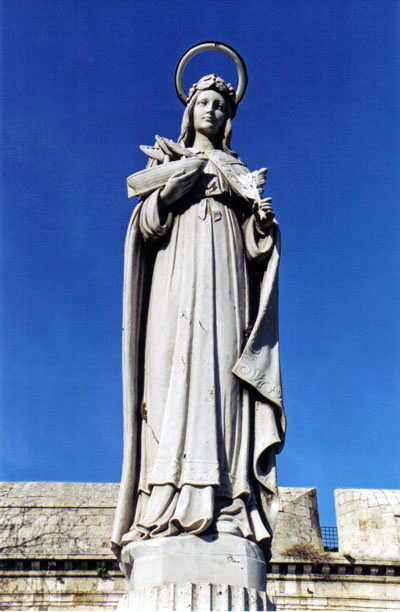 Statue of Santa Fermina in front of the Fort Michelangelo