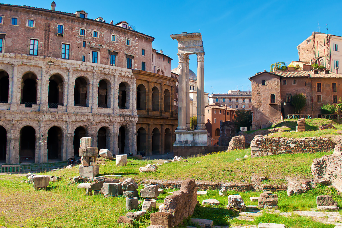 A glimpse to the Roman ghetto: Teatro Marcello