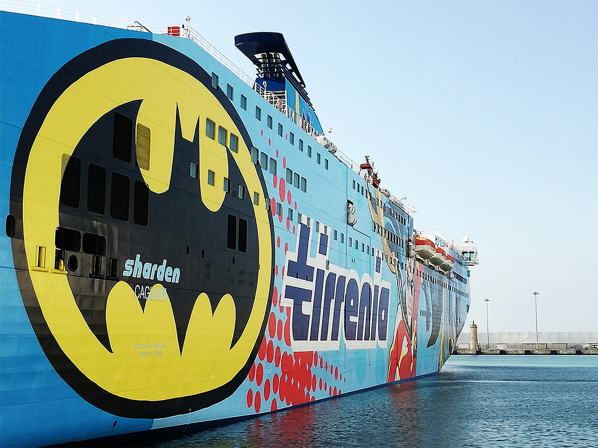 Sharden tirrenia la nuova livrea con batman e joker al for Nave sardegna