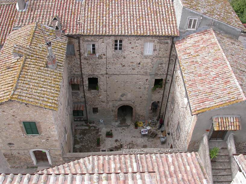 Courtyard of Palazzo Celli - Source: www.poloculturale.tolfa.it